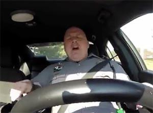 アメリカ合衆国デンバー州の踊る警察官、テイラー・スウィフトが好きらしい!