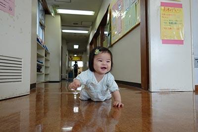 ハローワークで赤ちゃんを放置→ハイハイであわや大惨事になることに!