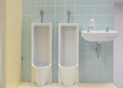 幼少期のみんなのトラウマあるある!トイレでオシッコに関する恥ずかしいトラウマ