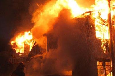アパート火災で九死に一生を得た背景に隣家の夫婦関係があった