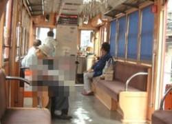 電車でモゾモゾするお年寄り、変質者か?その正体は驚きの◯◯だった!