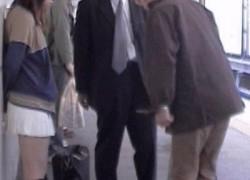 通勤ラッシュ時に痴漢被害に遭っている女性を目撃!次の瞬間!