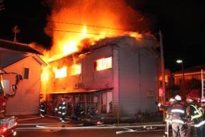 花火による出火が原因でアパート火災発生!出火元は隣人の学生だった