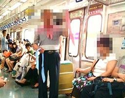 日本人男性がイスラム風の外国人女性にいきなり罵った!車内騒然!