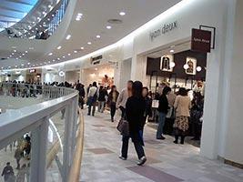 ショッピングモールで大失態をおかしてしまった女性、調味料が…