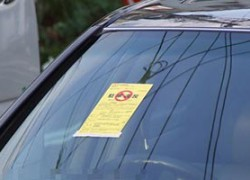職場前で駐車違反の私。張り紙あり罰金は15,000円、点数も2点引かれる